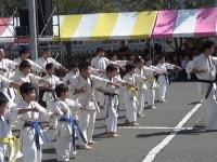 2019年10月5日、沼田市、昭和の秋祭りで松島道場の道場生が演武を行いました。
