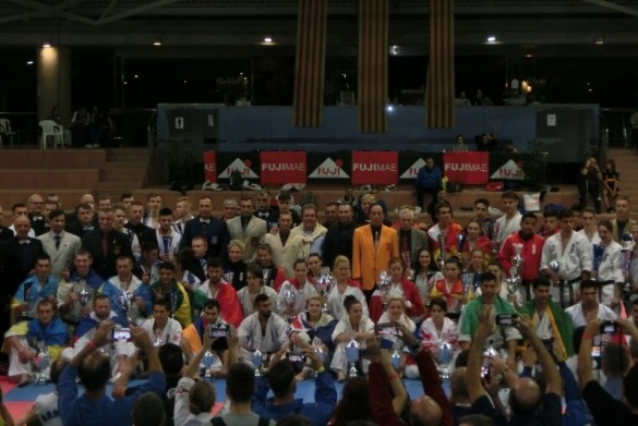 Euro Champ Oct 2017 web1 (800x600)