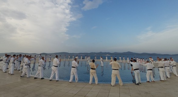 17 - Morning training on the 4th day on the Greetings to the Sun